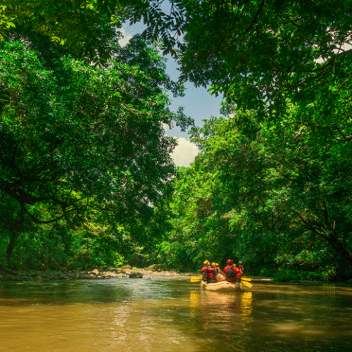 Rafting sur une rivière au Costa Rica